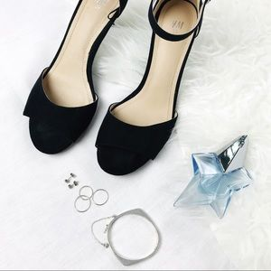 H&M Ankle Strap Open Toe Sandals in Black